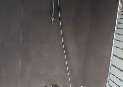 grau-gestrichen-im-Bad